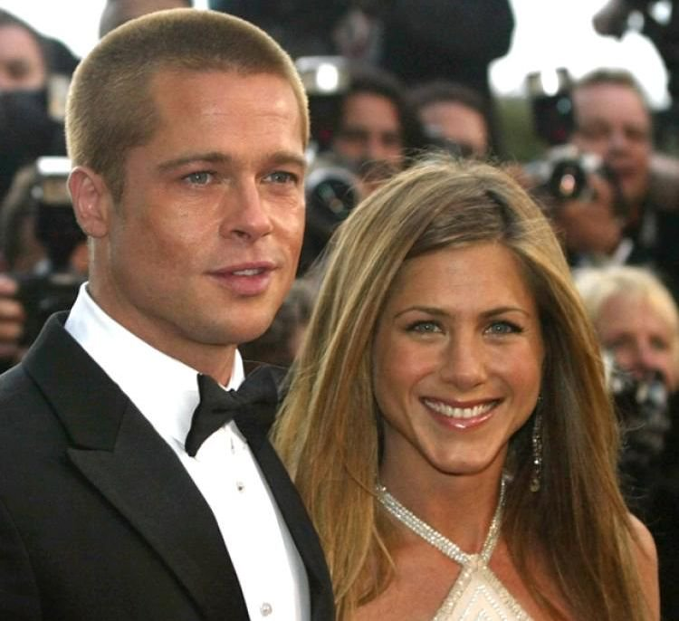 actu brad pitt aurait pr sent ses excuses jennifer aniston les stars et. Black Bedroom Furniture Sets. Home Design Ideas