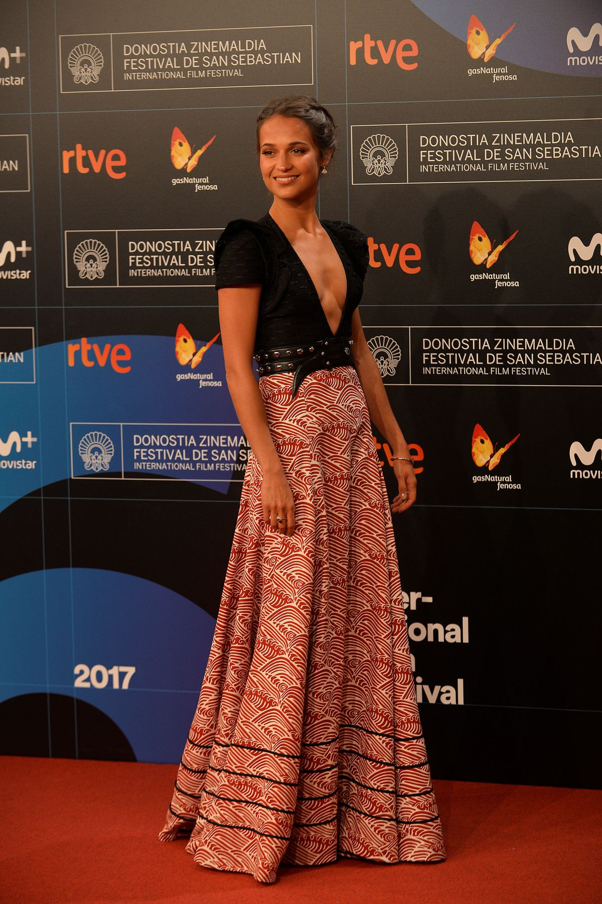 ALICIA VIKANDER à la première de submersion au 65e festival de film international de San Sebastian 22/09/2017