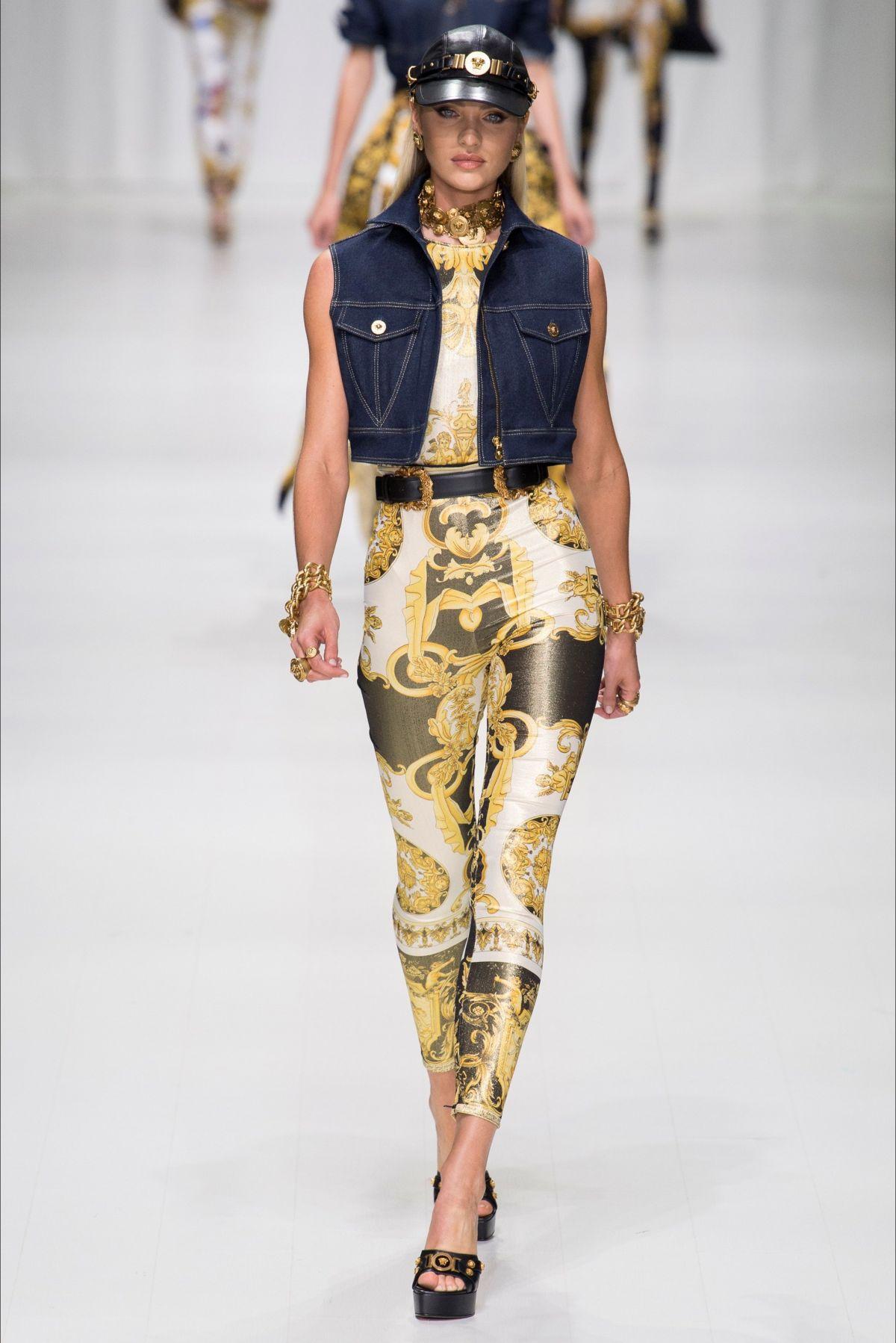 CANDICE SWANEPOEL au Versace Fashion Show à Milan 22/09/2017