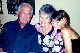 ليزا رينا مع والديها