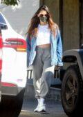Olivia Munn clignote ses abdos alors qu'elle quitte une salle de sport privée à West Hollywood, Californie