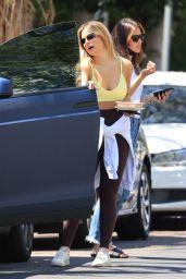Addison Rae dans un haut jaune - West Hollywood 15/06/2021