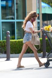 Sarah Hyland Street Style - Shopping à Los Angeles 16/06/2021