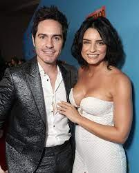 ماوريسيو أوخمان مع زوجته أيسلين