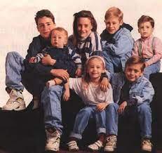 ماكولاي كولكين مع إخوته وأخواته