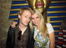 ماكولاي كولكين مع صديقته السابقة إيرين