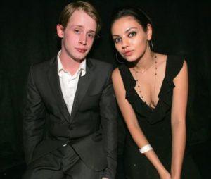 ماكولاي كولكين مع صديقته السابقة ميلا
