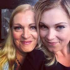 إليزا تايلور مع والدتها