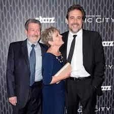 جيفري دين مورغان مع والديه