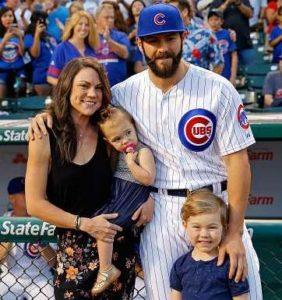 جيك أرييتا مع زوجته وأولاده